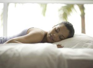 dormir-avec-du-maquillage-les-dangers