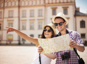 Un couple voyage ensemble pour briser l'ornière et renforcer la relation.