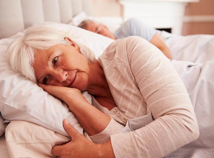 Cette femme sait qu'une ménopause peut être très difficile.