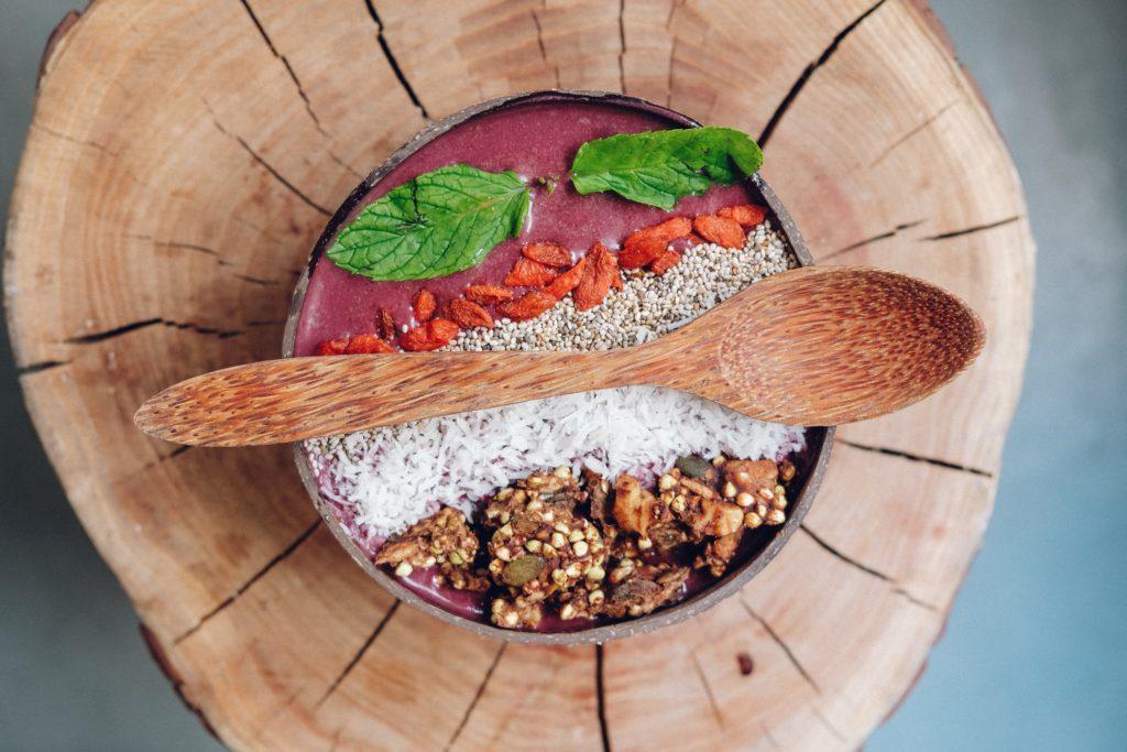 Bol nutritif de fruits avec baies d'açai